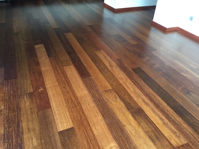 Pulido parquet suelo de madera de merbau barcelona parquet for Comentreprise de parquet