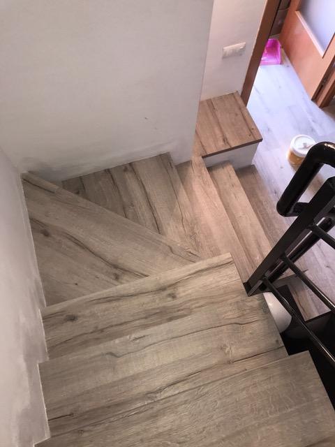 Forrado de escaleras con suelo laminado 4